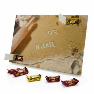 Marzipan Adventskalender mit eigenem Namen personalisieren - Motiv Weihnachtsbacken Marzipan Adventskalender 1036 1 1
